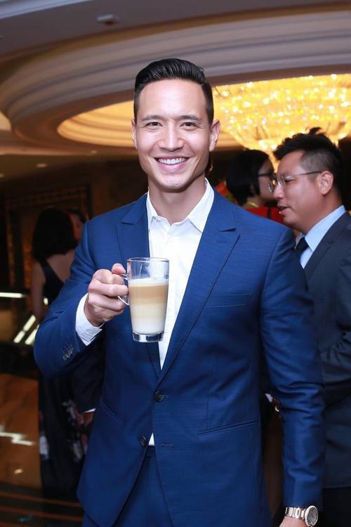 uất hiện tại sự kiện còn có nam diễn viên điển trai Kim Lý. Ngay khi vừa xuất hiện, Kim Lý đã được hàng loạt ống kính săn đón.