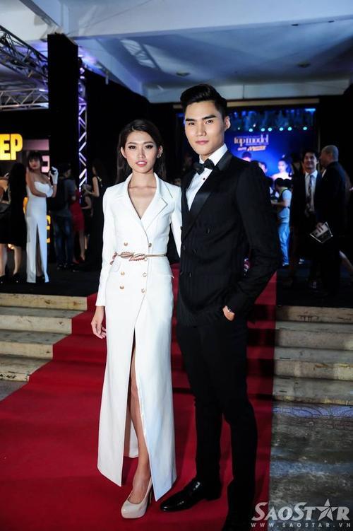 Quỳnh Châu chọn vest dáng váy, sánh bước bên Quang Hùng - Quán quân Vietnam's Next Top Model 2014.