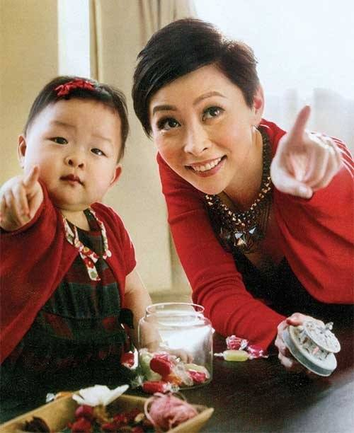 Thang Doanh Doanh từng đau khổ vì con bị chê xấu và cô vướng nghi vấn thẩm mỹ.