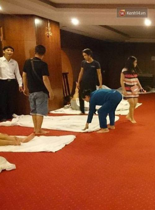 Người dân được bố trí nơi ngủ nghỉ ở khách sạn.