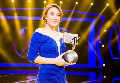 Mỹ Tâm giành cúp MTV EMA 2012 .