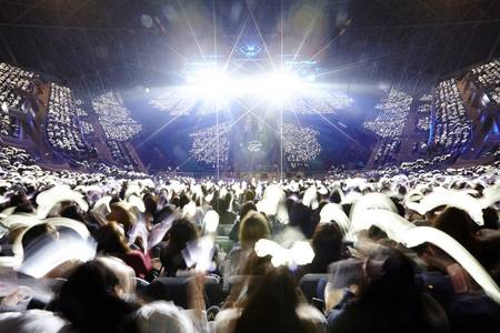Fan của EXO lấp đầy chỗ trống trong sân vận động có sức chứa lớn nhất ở Hàn Quốc.