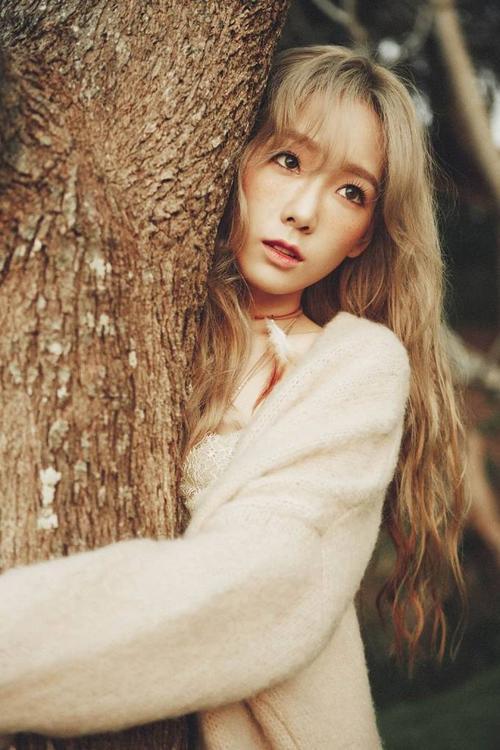 Taeyeon đang quảng bá cho album đầu tiên trong sự nghiệp solo.