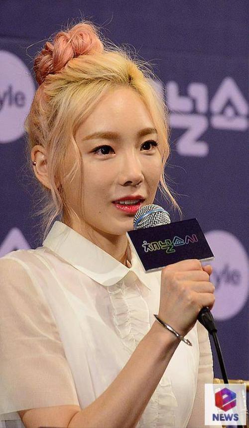 Ca sĩ Taeyeon - trưởng nhóm SNSD.