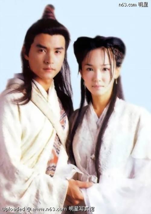 Lý Minh Thuận và Phạm Văn Phương - cặp đôi vàng showbiz Singapore. Họ còn hơn cả ngôn tình thời hiện đại.
