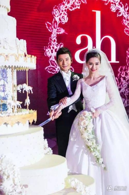 Đám cưới xa hoa của Angela Baby.