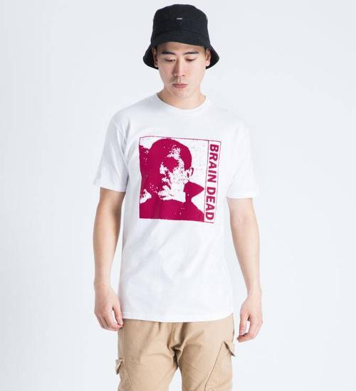 Brain Dead Brain Dead - thời trang đường phố được ưa chuộng nhất trong thời gian gần đây. Thương hiệu lấy cảm hứng từ văn hóa trượt ván của những bạn trẻ, tuy nhiên thì thời trang thì dành cho mọi đối tượng.