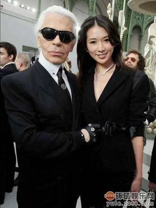 Lâm Chí Linh hiếm khi xuất hiện trong các sự kiện quốc tế. Nhưng mỗi lần có mặt cô đều được tôn vinh là chân dài số một châu Á và được các ông hoàng thời trang quốc tế quan tâm.