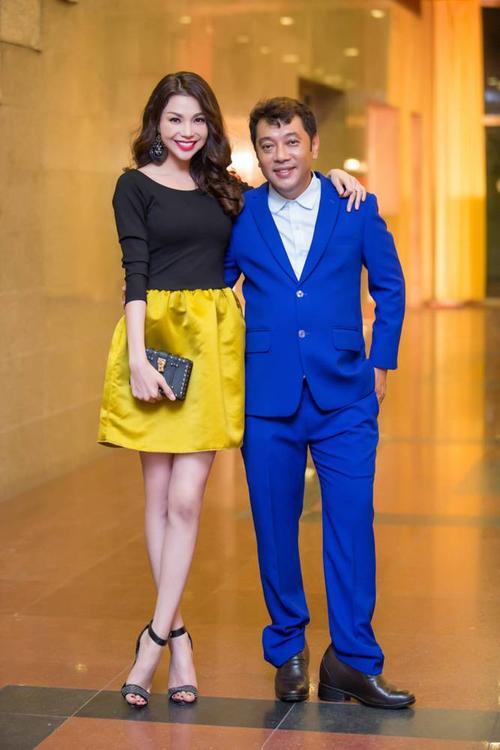 """""""Chân dài đi hát"""" vui vẻ chụp ảnh cùng Tuấn Hà Lan - chuyên gia tóc hàng đầu Việt Nam."""
