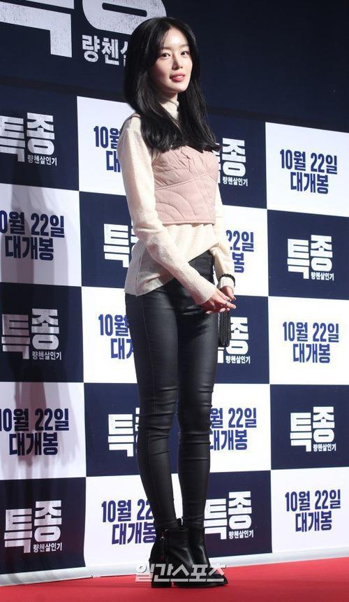 Nữ ca sĩ kiêm diễn viên Han Sunhwa.