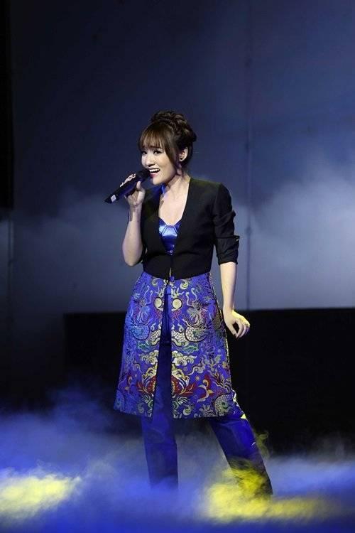 Nhật Thủy hát lại bài hát Thương ca Tiếng Việt - một sáng tác của nhạc sĩ Đức Trí từng được Mỹ Tâm thể hiện rất thành công.