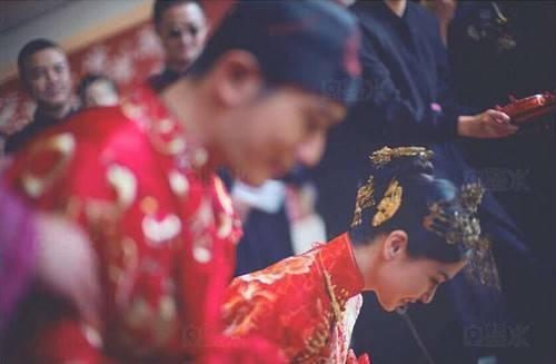 Cô dâu chú rẻ hạnh phúc nhưng cũng trải qua không ít sóng gió vì tin đồn.