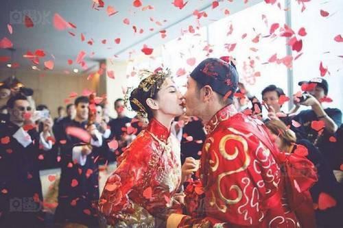 Những hình ảnh ngọt ngào trong lễ cưới theo nghi thức truyền thông mới được công bố.