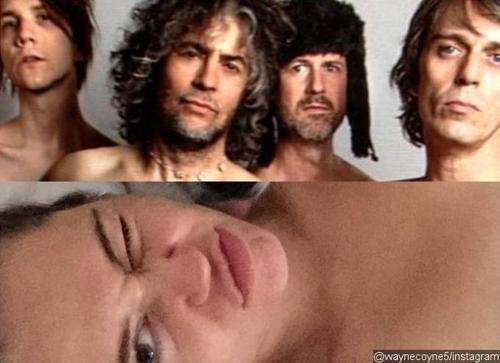 Trưởng nhóm Flaming Lips hé lộ về show diễn khỏa thân với Miley Cyrus.