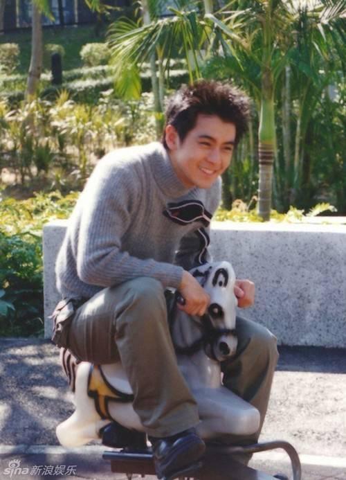Lâm Chí Dĩnh tâm sự năm 16 tuổi anh đã dược các nhà làm phim chú ý vì vẻ ngoài thư sinh.