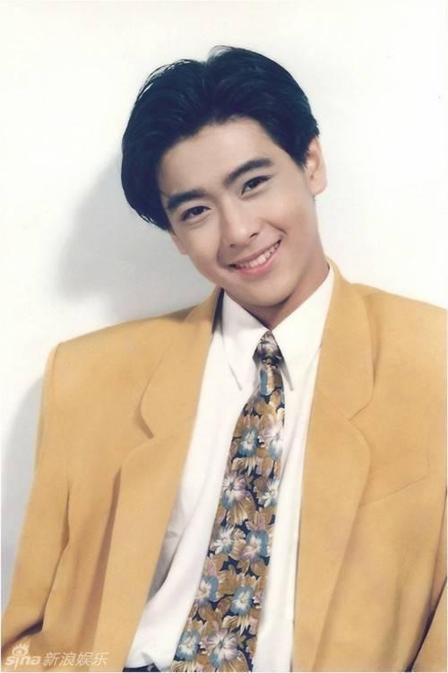Thời gian đó, Lâm Chí Dĩnh được ca tụng là nghệ sĩ đa năng và còn đẹp trai.