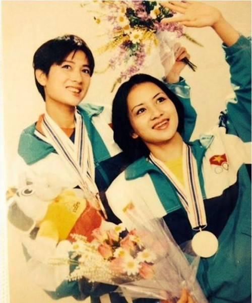 Thúy Vinh - Thúy Hiền thời còn thi đấu thể thao.
