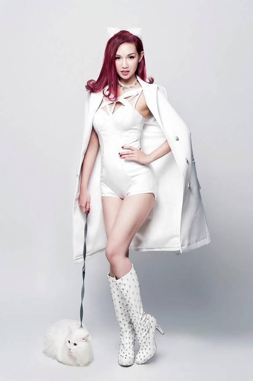 Trở lại showbiz sau 3 năm vắng bóng, Quỳnh Chi nỗ lực gấp nhiều lần để duy trì đam mê của mình.