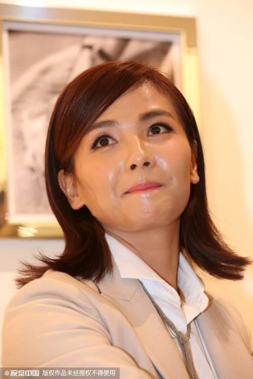Ngày 16/10, Lưu Đào tham dự sự kiện quảng cáo tổ chức tại Đại Liên. Trong sự kiện, cô khiến nhiều người giật mình khi trang điểm mặt bóng nhẫy.