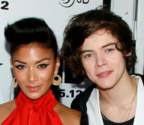 Harry Styles và đàn chị Nicole Scherzinger bị đồn yêu chơi bời trong 3 năm qua.