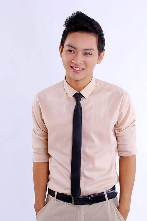 Ca sĩ Hoài Lâm.