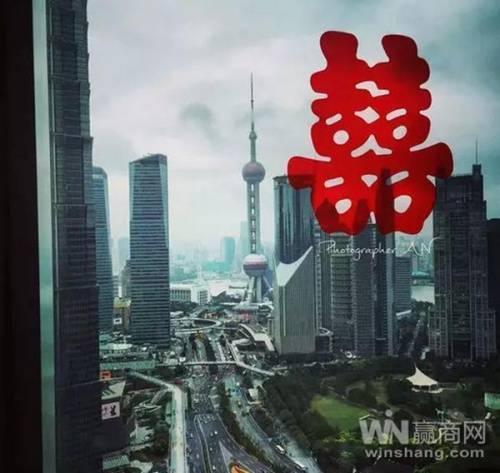 Phía ban công nhìn ra Tháp truyền hình Đông Phương Minh Châu cao nhất Trung Quốc.