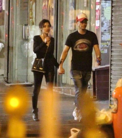 Sau đó cả hai di chuyển đến Causeway Bay và ăn uống tại đây đến 2h sáng.