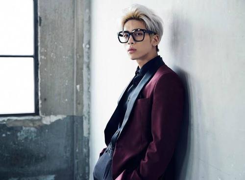 Giọng ca chính của nhóm SHINee - Jonghyun lọt vào top 10 ở vị trí thứ 4 với 29 điểm và 8 phiếu bầu. Cách đây không lâu, Jonghyun ra mắt đĩa nhạc solo đầu tiên mang tên Base bao gồm các ca khúc thể hiện khả năng sáng tác và gu âm nhạc độc đáo. Jonghyun còn sở hữu không ít các bài hát tự sáng tác.