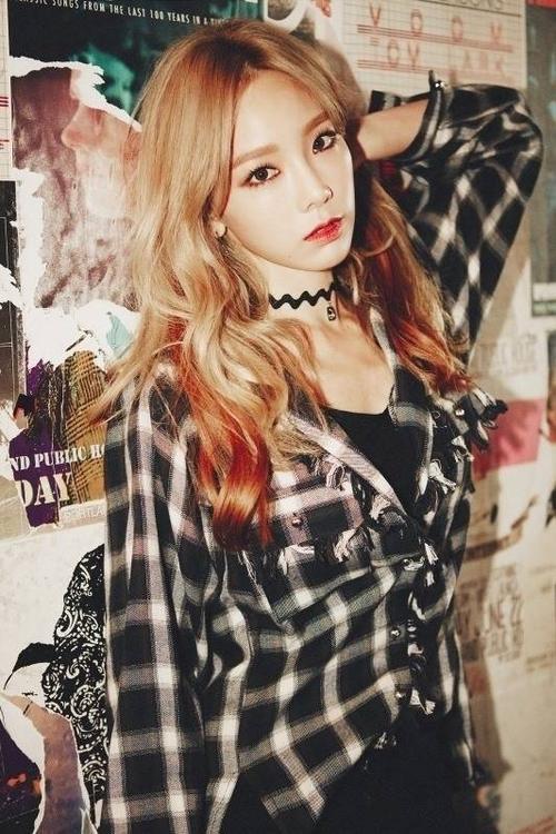 Đứng vị trí đầu top 10 là trưởng nhóm Taeyeon của SNSD với số điểm cao nhất - 93 điểm, 22 phiếu bầu. Giọng hát cao vút của Taeyeon một lần nữa được khen ngợi khi cô tung ra album solo đầu tiên I, trong đó ca khúc chủ đề cùng tên chiếm giữ nhiều bảng xếp hạng âm nhạc trực tuyến. MV của ca khúc cũng đạt 12 triệu lượt xem trên Youtube.