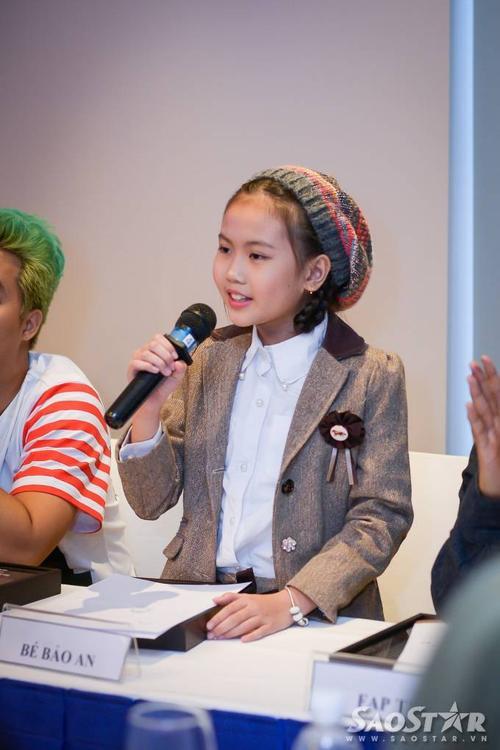 Được MC Minh Tuấn yêu cầu, bé Bảo An gửi tặng mọi người ca khúc Sống như những đóa hoa.