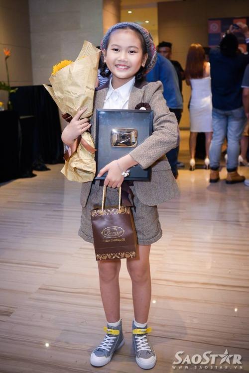 Bé Bảo An ghi điểm với bộ trang phục tone sur tone. Đây là lần thứ 2 Bảo An đoạt giải nhờ các sản phẩm âm nhạc riêng. Cuối năm 2014, cô bé này từng nhận giải thưởng Pops Awards 2014 cho video thiếu nhi có lượt xem cao nhất (hơn 40 triệu lượt) với ca khúc Xúc xắc xúc xẻ.