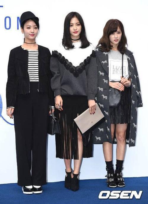 Hôm 18/10, loạt sao Hàn tiếp tục đến dự sự kiện Hera Seoul Fashion Week nằm trong khuôn khổ Tuần lễ thời trang Seoul, trong đó có các thành viên của nhóm nữ A Pink.