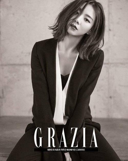 Báo giới Hàn khen ngợi, kể từ khi làm vợ ngôi sao Hallyu, Park Soo Jin xinh đẹp hơn. Cô cũng nhận được nhiều lời mời quảng cáo, chụp hình và dự sự kiện. Tên tuổi nữ diễn viên xuất hiện với tần số dày đặc hơn trước.