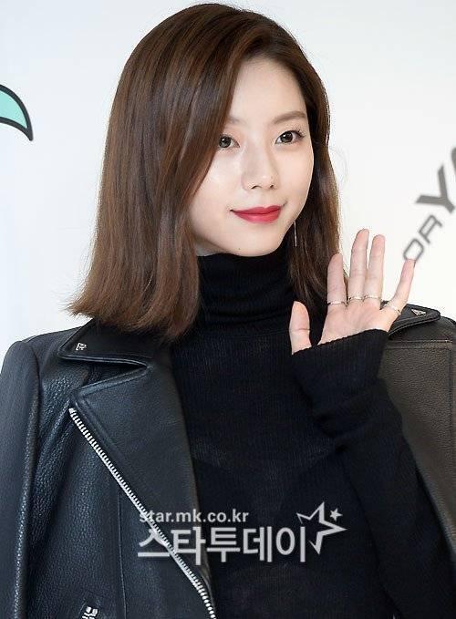 Hiện tại, Park Soo Jin đang là chủ xị của show truyền hình ẩm thực Tasty Road lên sóng vào thứ 7 hàng tuần. Tại đây, nữ diễn viên tiết lộ những món ăn giúp cô duy trì nhan sắc và vóc dáng.