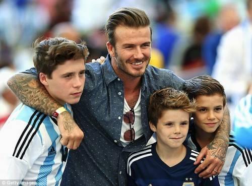 Beckham gửi cả 3 cậu con trai vào Học viện Arsenal.