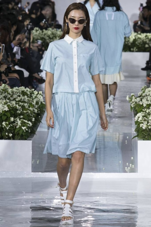 Gam màu này được ứng dụng vào nhiêu kiểu dáng trang phục từ áo, quần shorts đến chân váy, sơ mi dáng dài...