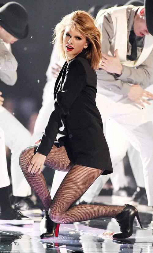 Taylor Swift đút túi  mỗi ngày 1 triệu USD nhờ bán album, đi tour và quảng cáo.