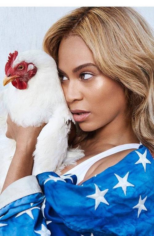 Trong bài phỏng vấn trên Beat, Beyonce chia sẻ về nhiều chủ đề liên quan đến âm nhạc và cuộc sống riêng, từ sự nghiệp thành đạt cho đến bộ đồ hóa trang sẽ mặc trong ngày Halloween tới. Trước đó, Beyonce từng lên bìa số tháng 9 quan trọng của tạp chí thời trang Vogue nhưng không hề trả lời phỏng vấn.