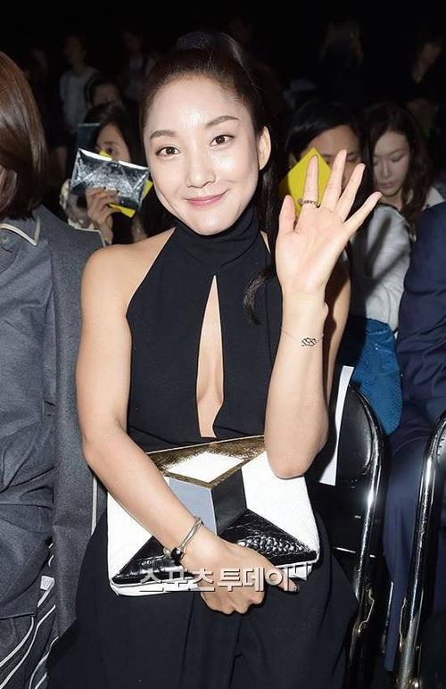 Sau khi S.E.S tan rã vào năm 2002, Bada theo đuổi con đường solo và đóng nhạc kịch. Cô là ca sĩ Kpop hiếm hoi thành công trên sân khấu nhạc kịch.