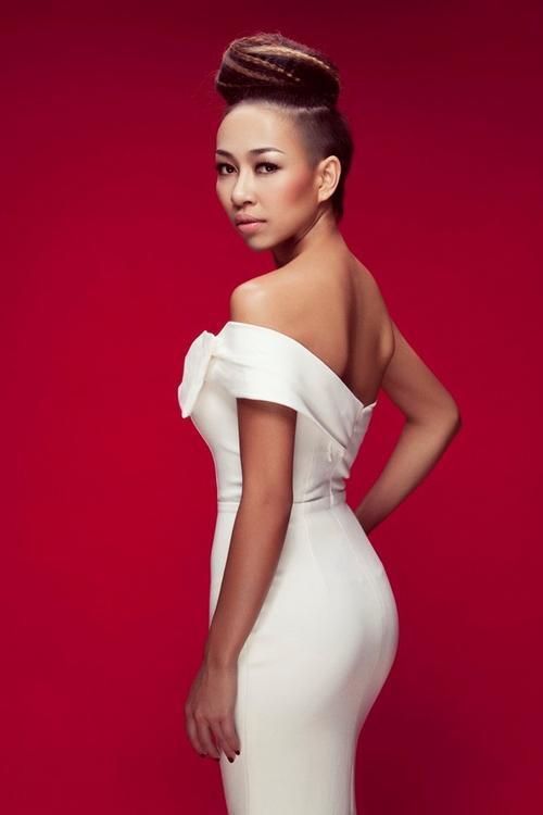 """Thảo Trang: Cô ca sĩ """"Xấu lạ"""" bắt đầu được khán giả biết đến khi tham gia Vietnam Idol mùa đầu tiên. Tuy phải dừng bước sớm nhưng Thảo Trang lại ghi điểm nhờ giọng hát trong trẻo, phong cách cá tính. Sự nổi loạn trong hình ảnh lẫn chất nhạc sau cuộc thi giúp cô được chú ý nhiều hơn dù có không ít ý kiến trái chiều."""