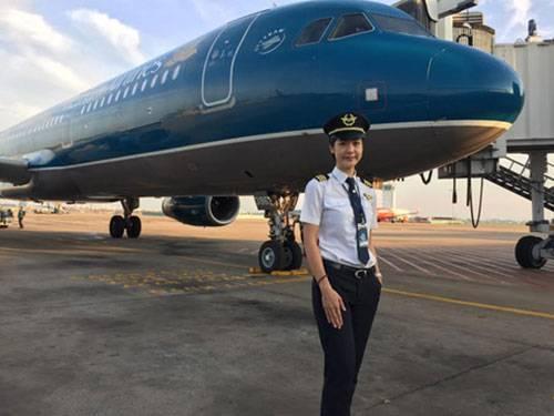 Nữ cơ trưởng xinh đẹp Huỳnh Lý Đông Phương.