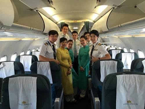 Các nữ phi công có thể sẽ nhận lời chúc mừng ngày 20/10 từ một vị khách không quen.