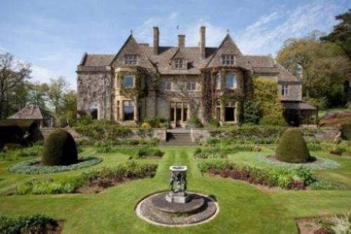 Biệt thự cổ kính, nguy nga như các lâu đài trong các bộ phim nổi tiếng.