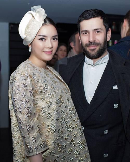 Lý Nhã Kỳ cùng nhà thiết kế Alexis Mabille trong một sự kiện thời trang quốc tế ở Pháp.