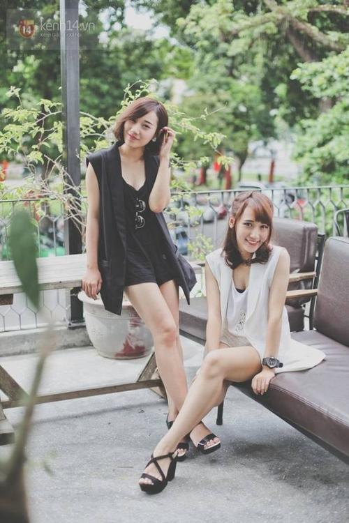 Mai Nhi (bên phải) là chị, Linh Nhi là em.