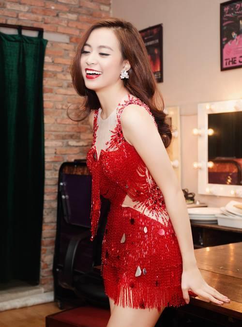 Hiện tại, Hoàng Thùy Linh đã chuyển vào Sài thành để thuận tiện hơn cho công việc ca hát. Tuy không ra nhiều sản phẩm âm nhạc nhưng cô rất đắt show sự kiện và quảng cáo.