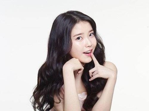 """Trong radio show Old School, nữ ca sĩ IU tiết lộ: """"Ê-kíp và tôi thấy rằng tên các bài hát có 3 âm tiết sẽ thành công, vì thế chúng tôi sẽ đặt tên bài hát sắp tới cũng có 3 âm tiết như vậy"""". Thực tế, các ca khúc của IU có 3 âm tiết như Nagging, Good Day, You And I, The Red Shoes và Sogyeokdong đều trở thành hit."""
