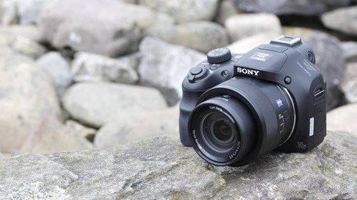 CyberShot DSC HX400V, mẫu camera siêu zoom giá hợp lý, chất lượng tốt của Sony.