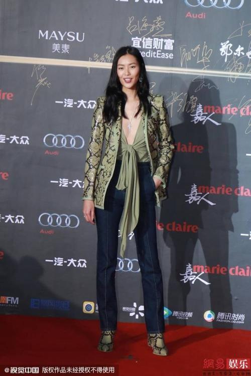 Chân dài đình đám Lưu Văn.
