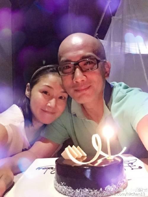 Hình ảnh sinh nhật bên chồng ở Việt Nam do cô chia sẻ.